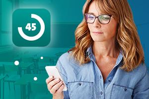 kobieta korzysta z aplikacji operon 45