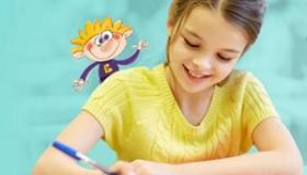 usmiechnieta dziewczynka pisze test z Bratkiem