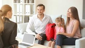 spotkanie nauczycielki z rodzicami i uczennica