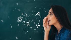 kobieta i litery