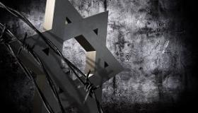 zdjecie upamietniajace ofiary holocaustu